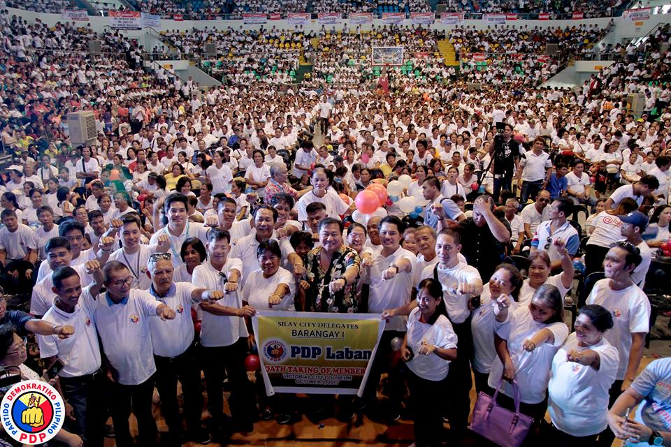 mayor neil e lizares iii talisay city delegates join 10 000 croud